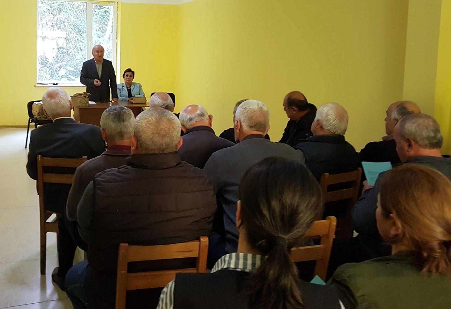 მრჩეველთა საბჭომ საინფორმაციო შეხვედრა მერისსა და ოქტომბერში გამართა